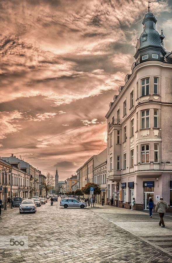 day is off - Pinned by Mak Khalaf main street of Tarnow City - Poland City and Architecture EuropePolandTarnowarchitecturebeautifulbluebuildingcitycloudscolourslightskystreetsunsunsettravelurban by mlatocha