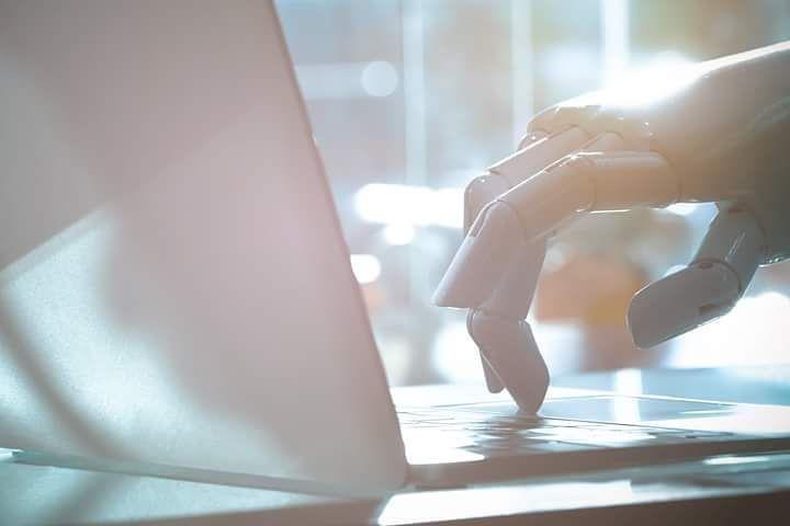 """De los creadores del Robotperiodismo...  Hace unos años google apoyó con un proyecto para sacar 3000 noticias al día para una cadena británica, con ayuda de robots inteligentes..Aunque los robots solo eran para periodismo de datos, ahora el """"Roboperiodismo"""" se ha extendido, sobretodo en EUA. #SocialMedia #robots #tecnology #mktdigital #marketing #Media #techno #robot"""