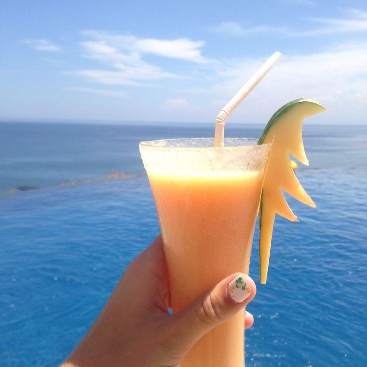 #infinitypool #ocean #pool #smoothie #juice #fruit #bali #ulluwatu #bluepoint