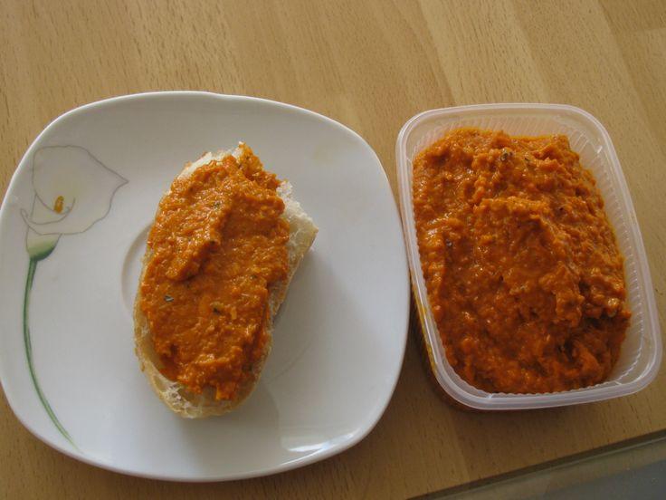Rezept Pizzabutter superleckerer Brotaufstrich (auch was für Vegetarier) Rezept des Tages 19.03.2012 von Tina 1964 - Rezept der Kategorie Saucen/Dips/Brotaufstriche