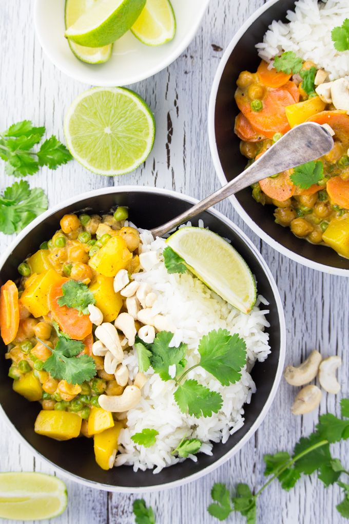 The other day, I realized that I haven't posted a recipe with rice on the blog yet! I could hardly believe it because we actually have rice at least once or twice a week, so here's one of my all-time favorites: a super easy vegan chickpea curry with potatoes, carrots, and peas. I just can't believe I haven't shared this recipe with you yet!!  There's just something about rice and potatoes that I absolutely LOVE! Can't get enough carbs, right?
