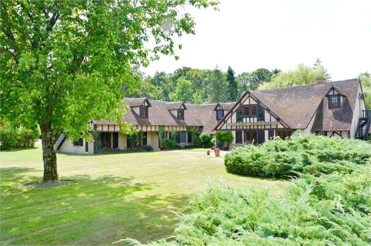 Magnifique domaine à vendre chez Capifrance à Nançay.    Sublime parc paysagé de 20 ha. Le domaine de 900 m² est composé de 32 pièces dont 15 chambres.     Plus d'infos > Bastien Dehez, conseiller immobilier Capifrance.