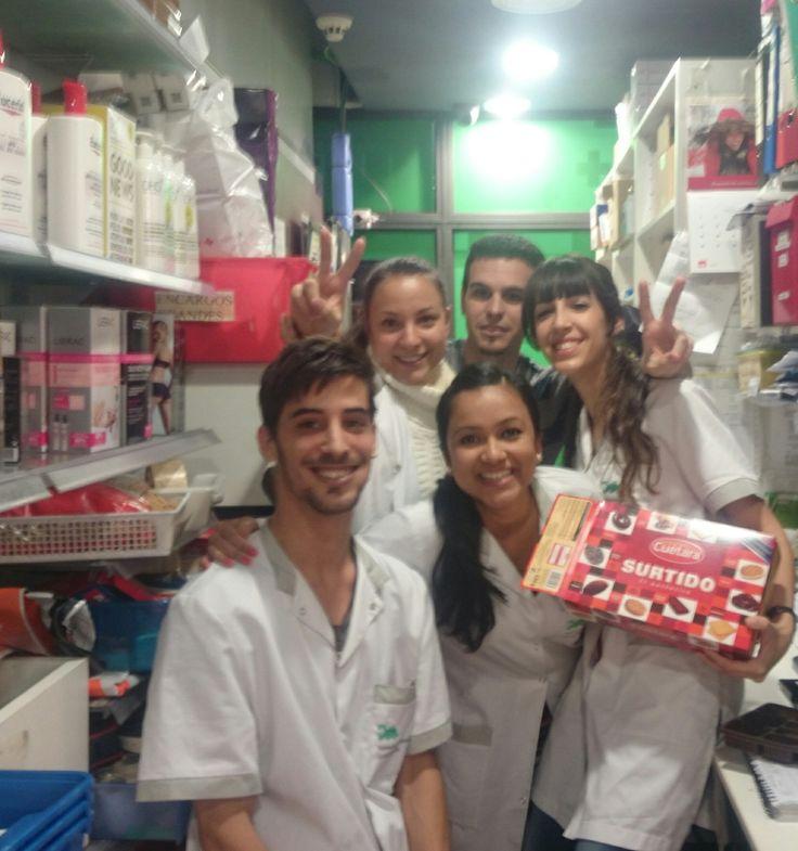 ¡FELICIDADES JAVI!  Hoy os quiero colgar una foto de una parte de nuestro equipo.   ¡¡Uno de nuestros compañeros cumple años y para celebrarlo nos ha traído la merienda!!  Feliz día, Farmacia Estación de Sants.