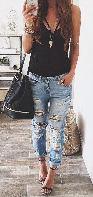 Blue ripped jeans + black t-shirt