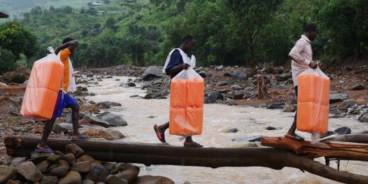 Sierra Leona: MSF apoya a las comunidades afectadas por los deslaves y las inundaciones | Seguiremos evaluando las necesidades de las personas que viven en las comunidades afectadas de la zona, incluyendo las necesidades de salud mental de quienes han sufrido trauma debido a la pérdida de sus familiares, hogares y pertenencias.