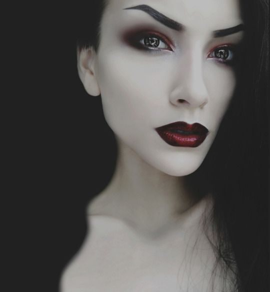 Gotische                                                                                                                                                                                 More