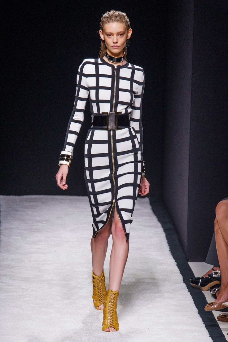 Balmain, Spring 2015, Paris The collection brings MONO MANIA back alive. Using the criss cross effect on the dress brings out the geometric side of the garment.
