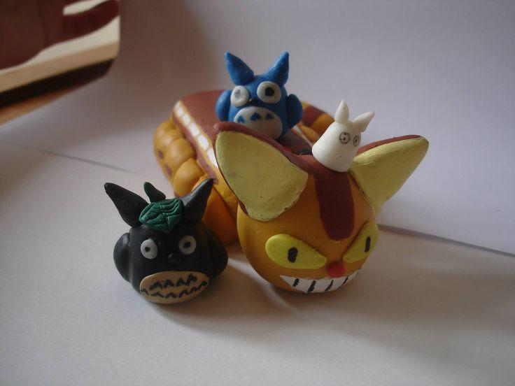 Gatobus y Totoros en porcelanicron. Polymer clay catbus and totoro.