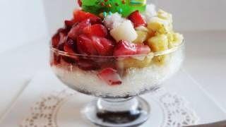 Shaved ice with sweet red beans and fruit Patbingsu 팥빙수  http://www.maangchi.com/recipe/patbingsu