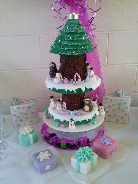 #Xmascakes #cakes #jem #fundraiser #christmastreecake #presents #cake