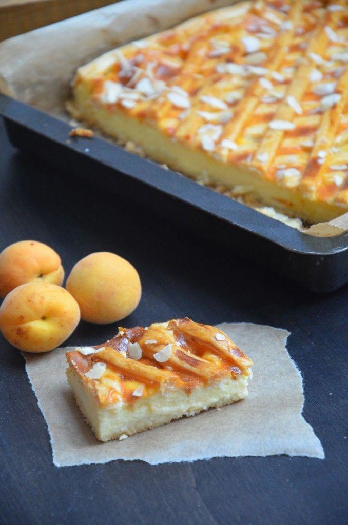 Eine geschmackliche Kombination von Österreich und Italien vereint in einem Kuchen. Mürbteig gefüllt mit einer Ricotta-Creme und frischen Marillen unter einem knusprigem Blätterteig-Gitter // Ricotta Apricot Cake // Baking Barbarine