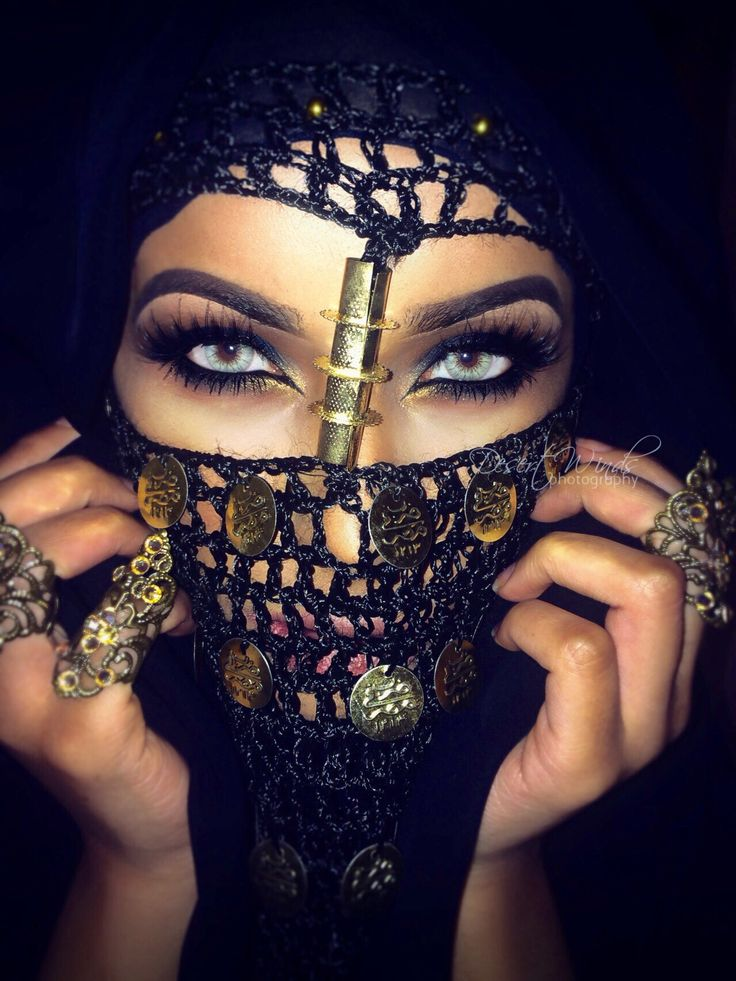 Dramatic Arab inspired eye makeup