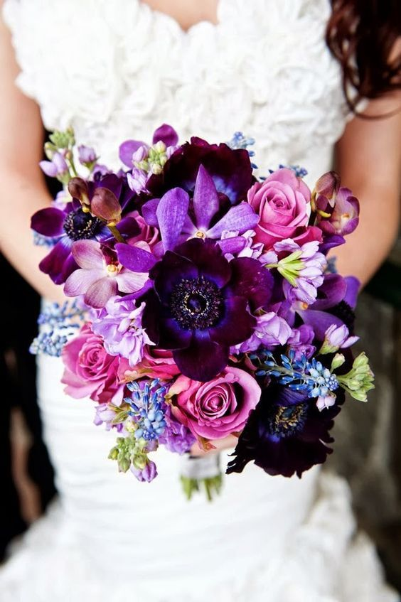 dark purple fall wedding bouquet / http://www.himisspuff.com/fall-wedding-bouquets-for-autumn-brides/3/