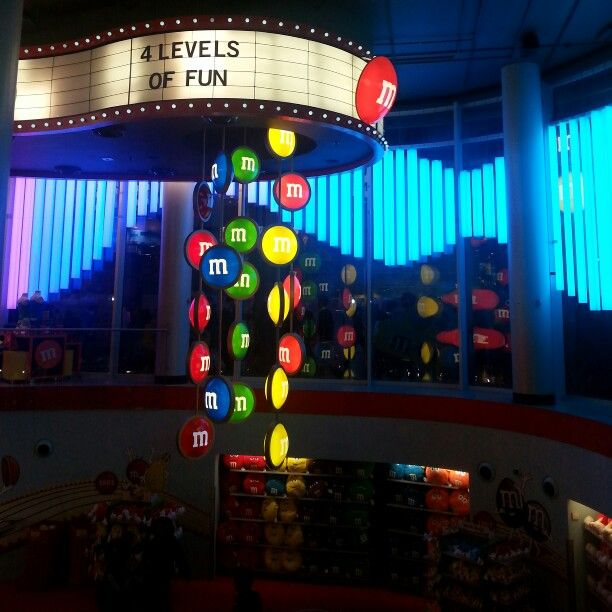 M&m world // @hannahelmix
