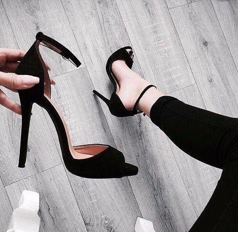 Mehr Einheit Ihrer Bewunderung? #Schuhe #SchuhenSchuh #Sandalesat … #Bewunderu… – Eastend