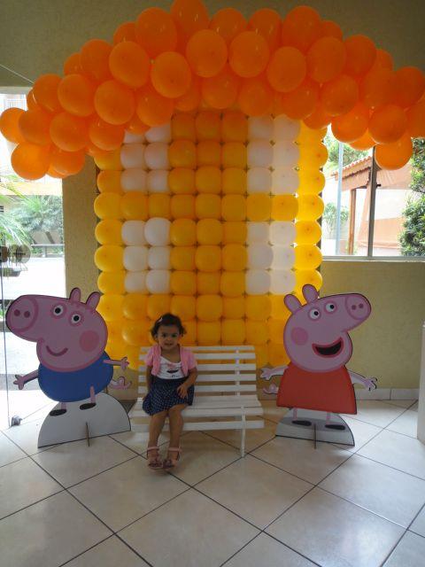 Casinha em painel de Balões Peppa Pig