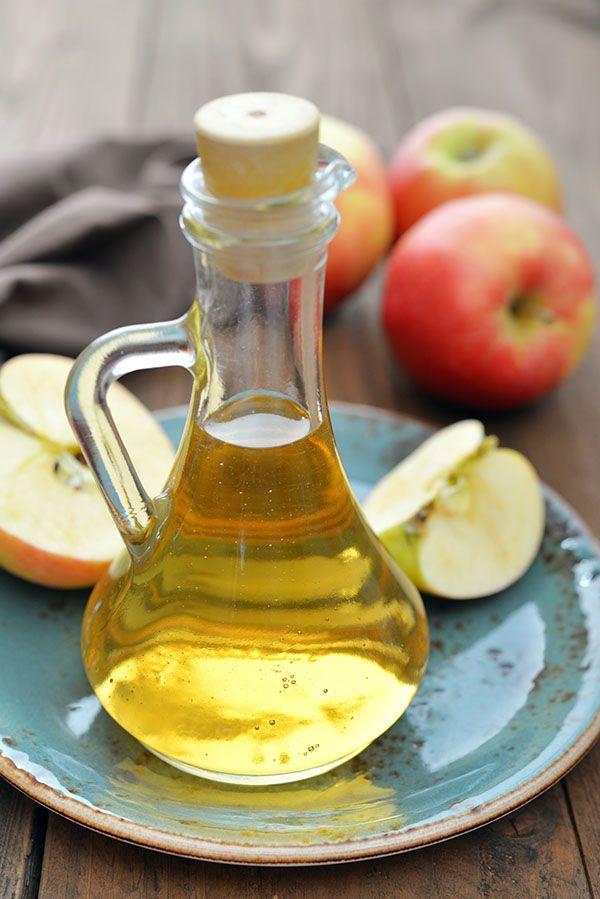 Afvallen met appelazijn? Wat kun je allemaal met appelazijn? Waar kunt u appelazijn voor gebruiken? Afvallen: appelazijn zou de darmflora en de vetstofwisseling stimuleren, waardoor men zou gaan afslanken. Appelazijn is een natuurlijk product afkomstig van gegiste appels. Om appelazijn zelf te ma