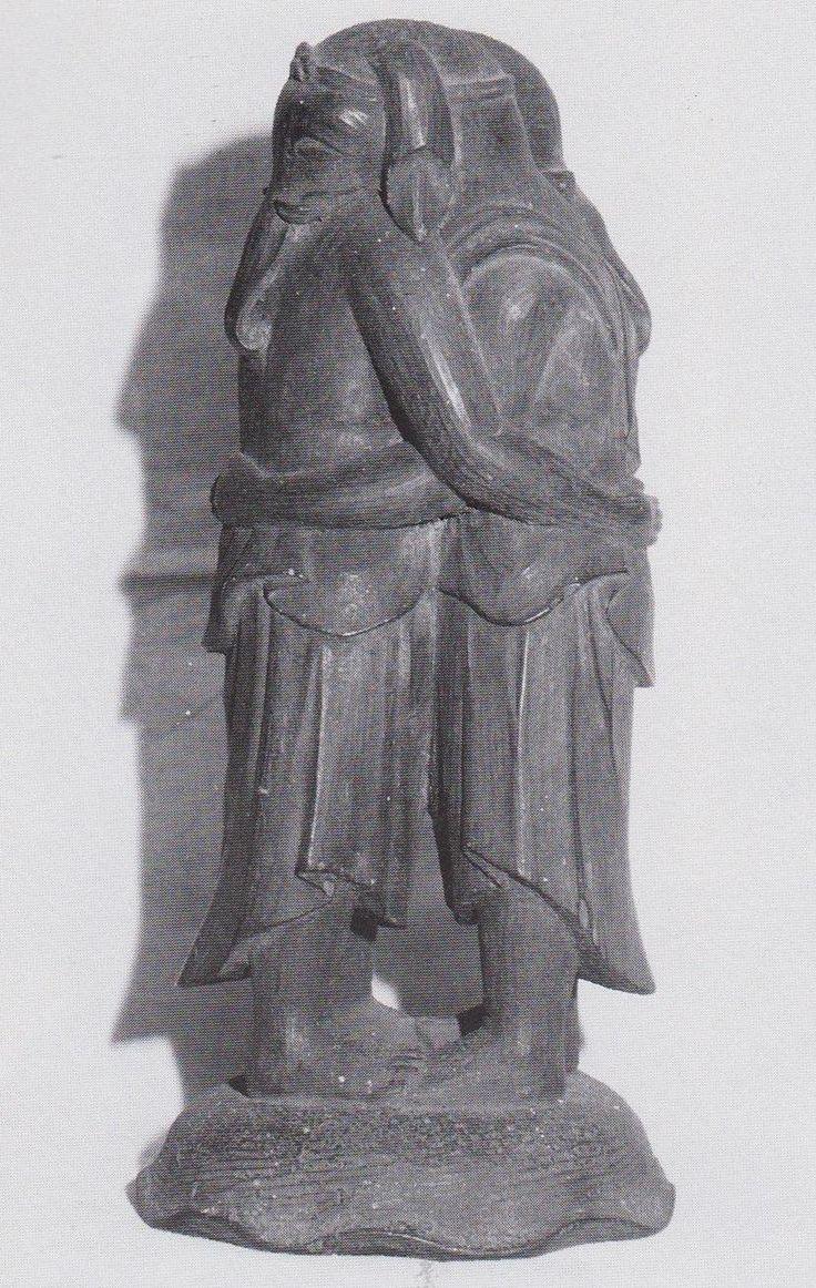 双身歓喜天立像(十輪寺)  元正天皇の勅願寺で元興寺の一子院と伝えられる奈良県の寺院。歓喜天は仏法守護の神であるが、我が国では夫婦和合をもたらす性の神の面が強いため、通常人目のつかないよう円筒形の厨子に収められている。