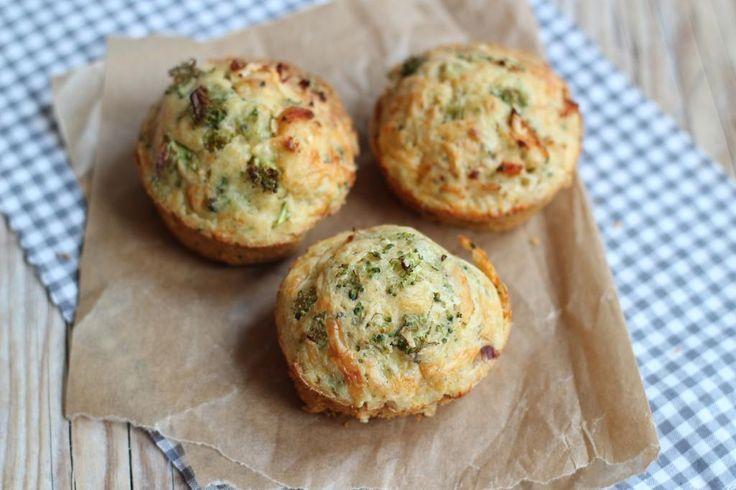 Hartige muffins met broccoli en kip.