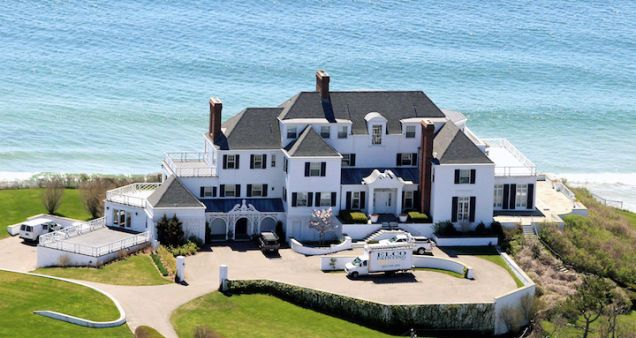 swifthomeThis beautiful waterfront home was purchased by Taylor for an estimated 17 million dollars.  It's a whomping 11,000 square feet and is located in Rhode Island.  She has been known to entertain quite a few guests, which wouldn't a problem with a home this size.