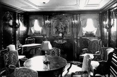 The Straus suite was the most opulent suite on the ship. It was one of 4 Parlor Suites which included one bedroom, a sitting room, two wardrobes, one bathroom, and 1 fireplace.