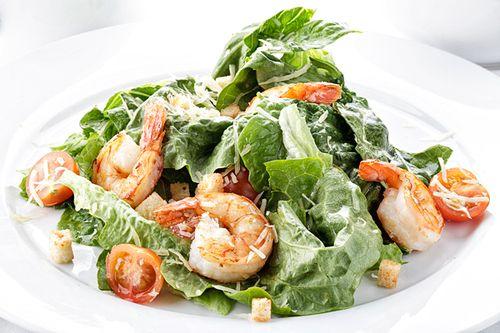 Европейская кухня салат цезарь с креветками