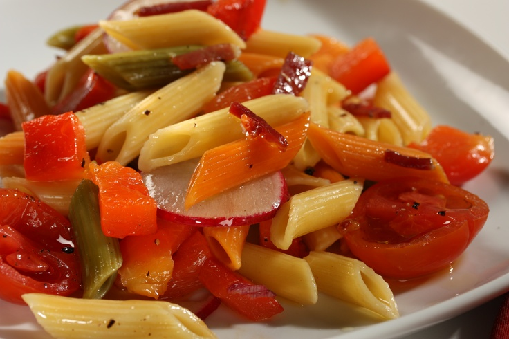 Barilla Tri-Color Penne with Roasted Red Peppers, Cherry Tomatoes, Radishes and Prosciutto