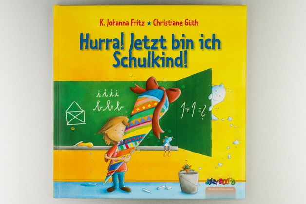 Personalisiertes Kinderbuch zum Schulanfang / personalized children's book for school enrollment made by JollyBooks via DaWanda.com