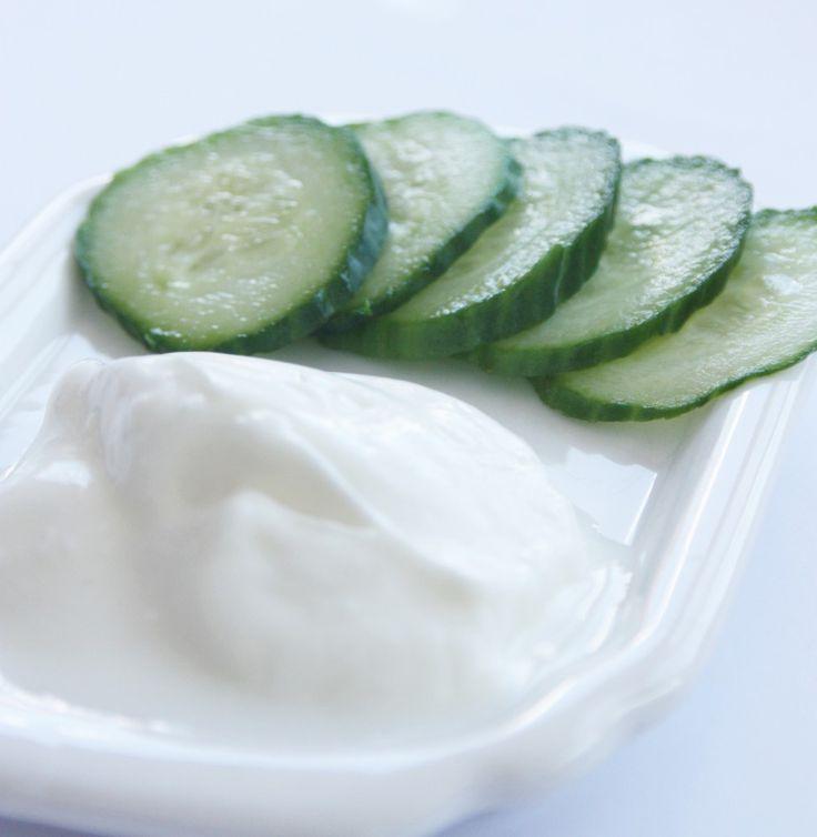 Dile adiós al #acné con ésta mascarilla de pepino y yogurt, déja reposarla 20 minutos y enjuaga.