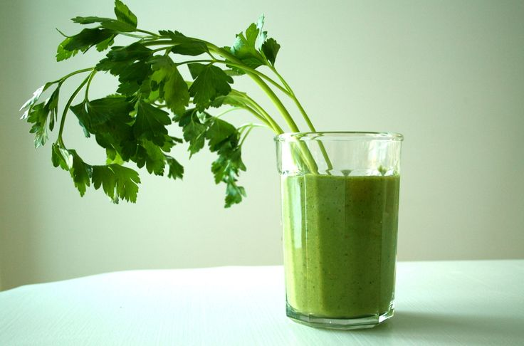 get rid of dull winter skin Smoothie...celery, spinach, apples, bananas