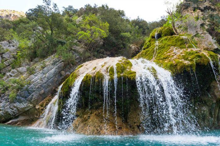 De Provence is een prachtige gebied. Naast ruige bergtoppen en pittoreske dorpjes vind je er ook mooie watervallen.   Wil je meer weten over de Provence? Kijk op onze website: http://autovakanties.sunweb.nl/frankrijk/provence