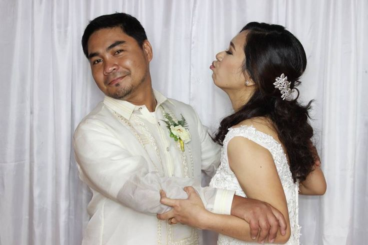 The newlyweds goofing around in the photobooth. Kiss me not!!!