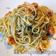 Receta de Espaguetis con gambas y gulas al ajillo