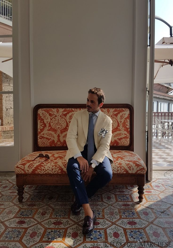 Giacca rever a lancia e manica napoletana. Abbigliamento uomo estate 2016 http://www.ilblogdelmarchese.com/abbigliamento-uomo-estate-2016/ #ilblogdelmarchese #sorrento #scarjo #vicoequense #menswear #andreaneri #mensfashion #mensstyle #ootd #moda #gentleman #dandy #jacket #entreamis #italianstyle #summer2016 #modauomo #estate2016