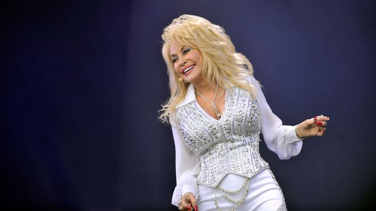 Dolly Parton - Jolene at Glastonbury 2014 | http://youtu.be/nwBNBcFAFso