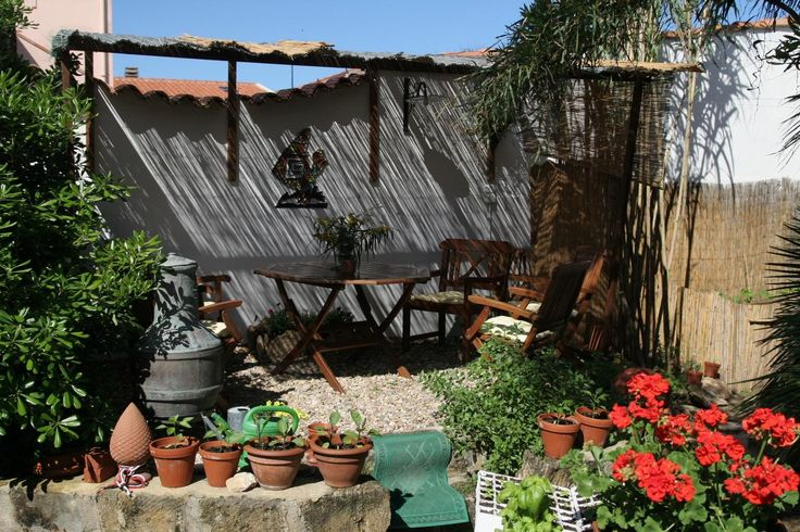 Ferienhaus auf Sardinien direkt am Meer von privat, mit Garten, ruhig, romantisch und wunderschön, Strand vor der Haustür, sehr hochwertige Einrichtung, ohne Provision zu vermieten.