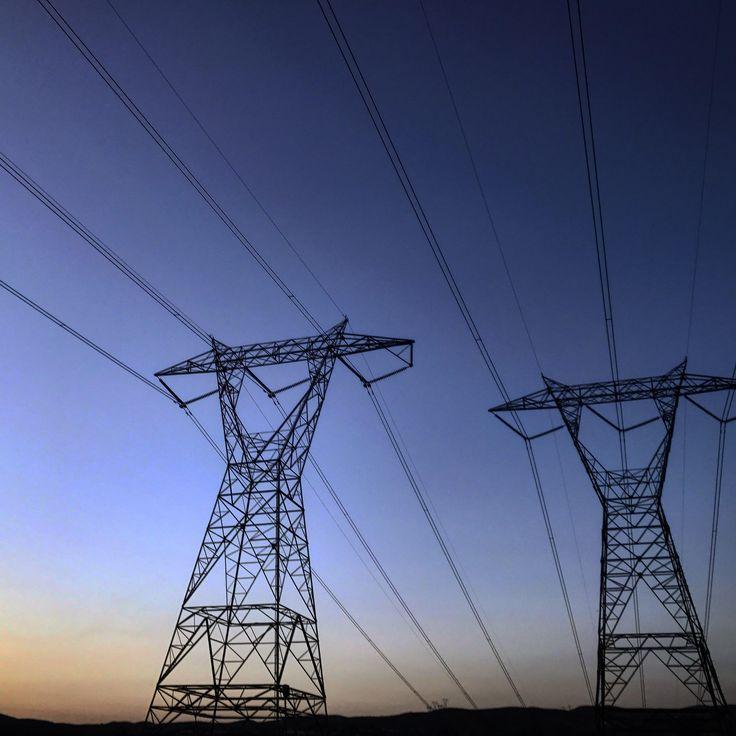 [OC] Corona California [1920x1080] Electrical Lines at sunset.