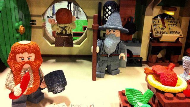 200万ピースのレゴを使用! 『ロード・オブ・ザ・リング』/『ホビット』のバッグエンド実物大で再現 | コタク