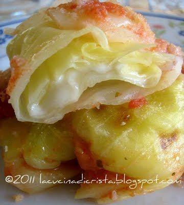Involtini di verza con mozzarella in salsa marinara - Sarmale de varza cu mozzarella in sos marinara - Mozzarella stuffed cabbage rolls with marinara sauce