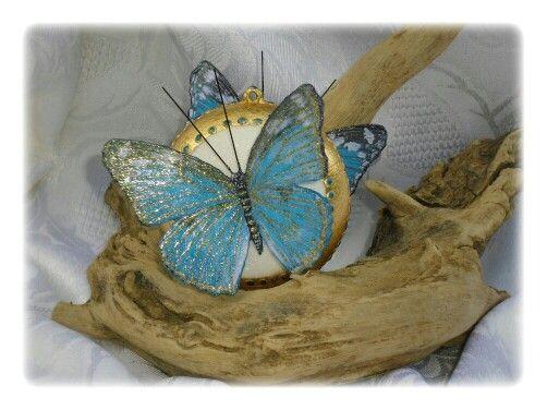 Med. Con farfalla grande blu/oro