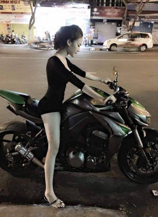 asiatisches-baby-motorrad-boyle-nackt