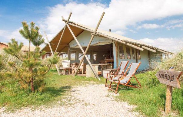 Sea Lodge is de naam van het luxe verblijf dat je vakantie dichter bij de kust brengt dan ooit te voren. Deze luxe ingerichte tent in het duinlandschap van Callantsoog zorgt ervoor dat je 24 uur per dag in contact bent met dit heerlijke stukje Hollandse natuur.