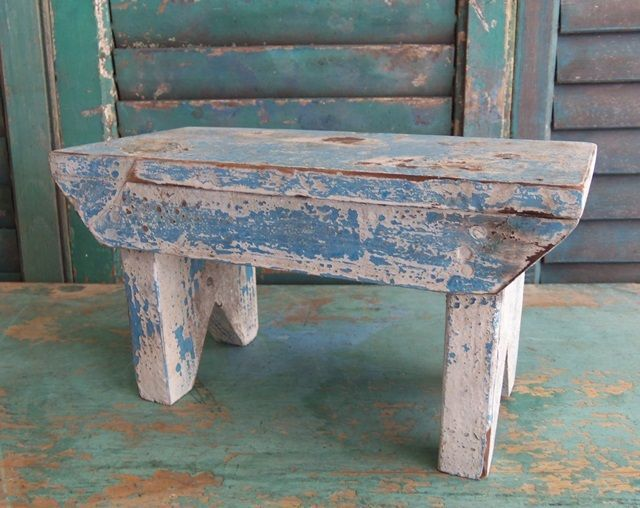 Old bench in chippy paint. & 226 best Just Benches images on Pinterest | Woodwork Wood and ... islam-shia.org