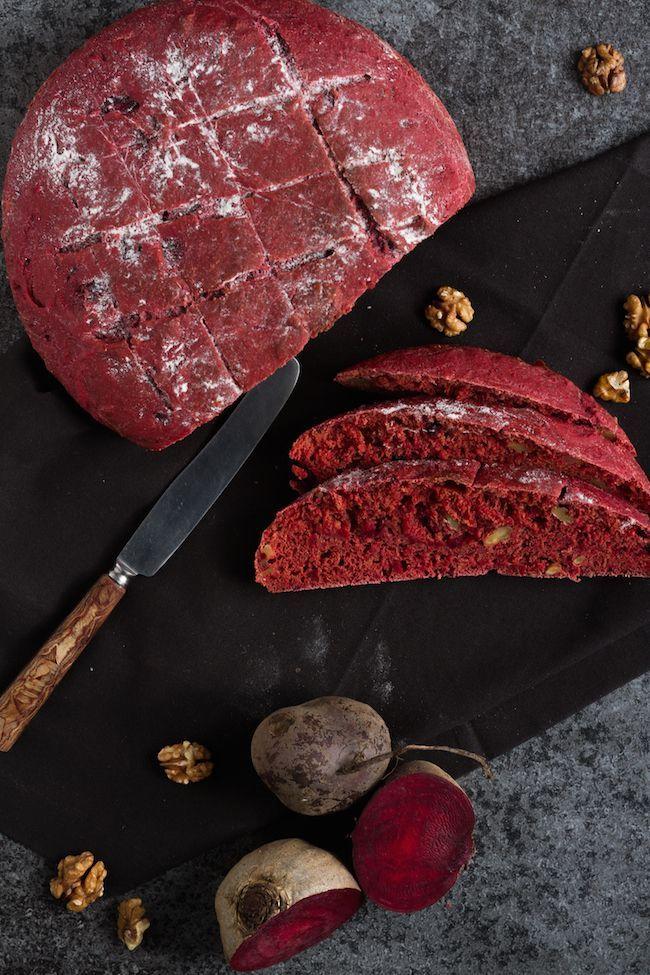 Simple Beetroot Walnut Bread to bake at home. Such a great recipe! // Einfaches Rote Beete Walnuss Brot. Ein tolles Rezept zum nachmachen! #enjoysiemens