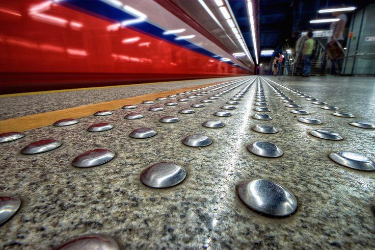 Warszawskie metro by Dawid Martynowski