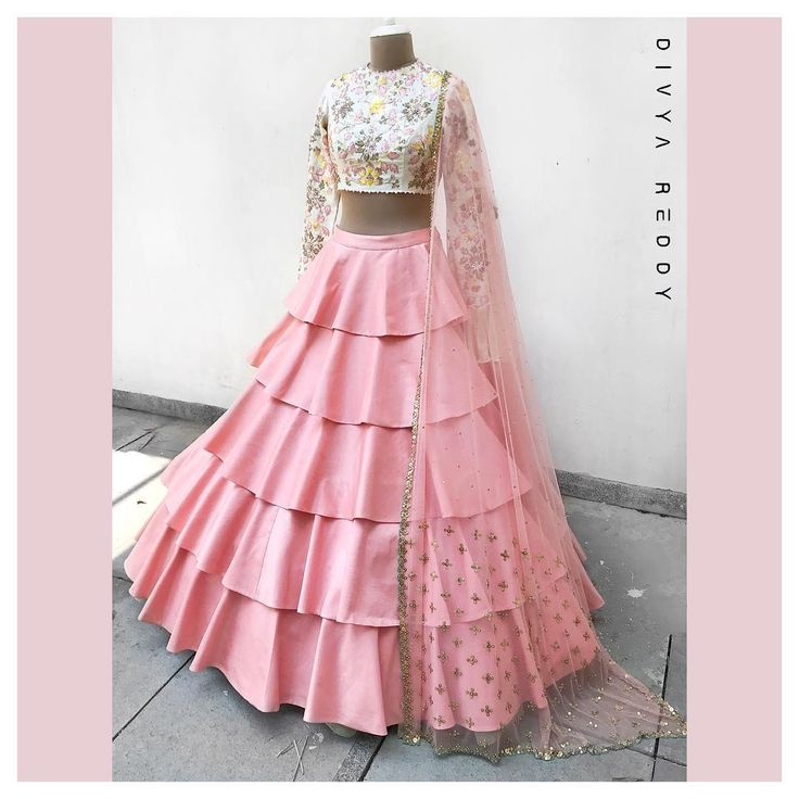 Crop top and a high waisted layered skirt is the easiest majestic outfit pick for summers. Would there be a need to mention that the two most favourite colour picks for this season ivory and blush pink team up to make it just perfect!ed 04 March 2018