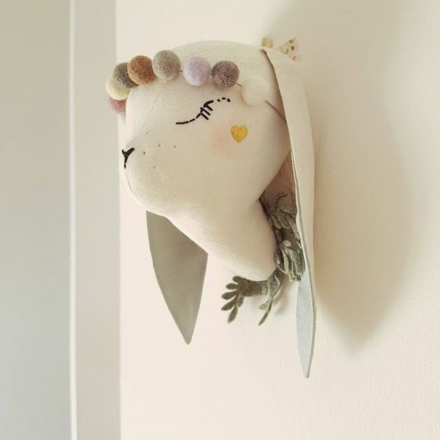 sooo for 2017 I have a plan to introduce a new line of wall decors. Animal doll heads based on the fawns, lions, lambs, bunnies and unis (of course!) maybe also something new. This bunny is first of a kind, what do you think?