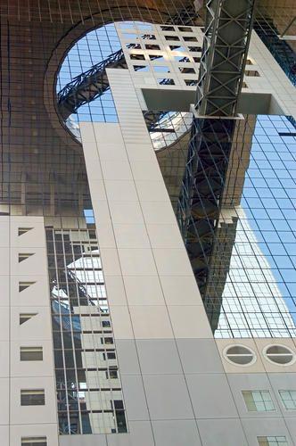 Umeda Sky Building, Osaka (1993) | Architect : Hiroshi Hara | Image © Virginia Saunders