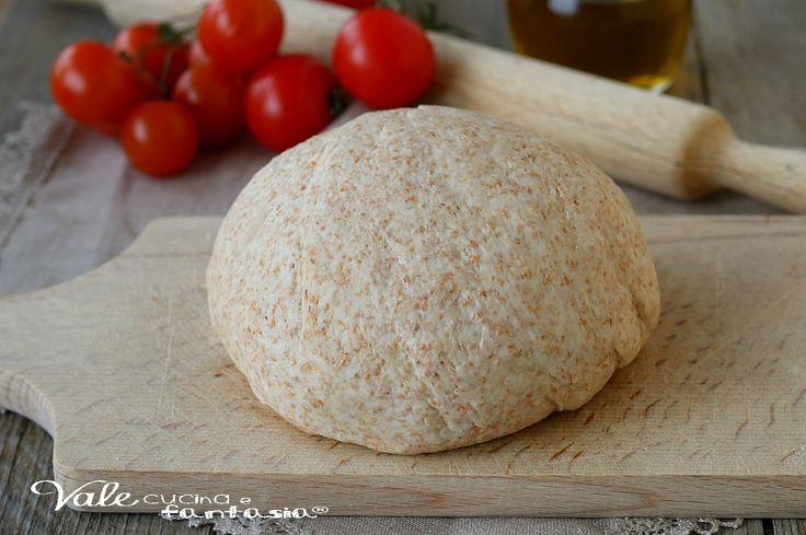 PASTA PER PIZZA INTEGRALE ricetta base lievitata per pizza fatta in casa leggera e digeribile, impasto base facile con farina integrale
