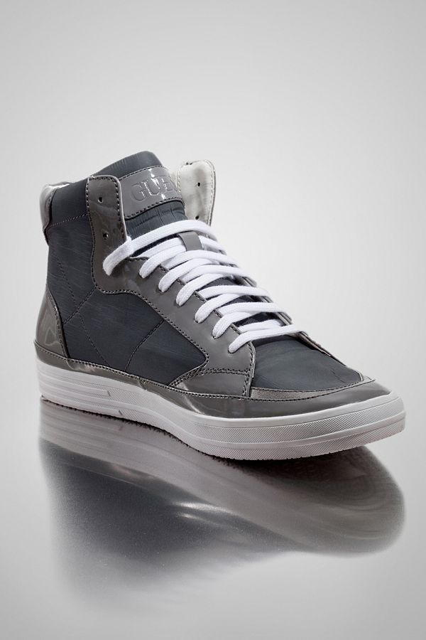 Looking for trendy mens shoes? Look no further as GUESS can give ...